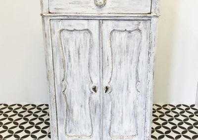 Möbel mit Doppeltüren